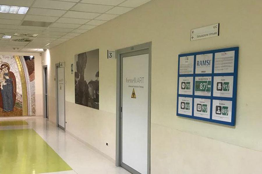 Condivisione sulla bacheca a muro del gradimento del paziente